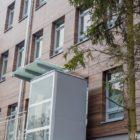 """Główne wejście tuż przy rondzie """"Plac Katyński"""" oraz nowa estetyczna elewacja."""